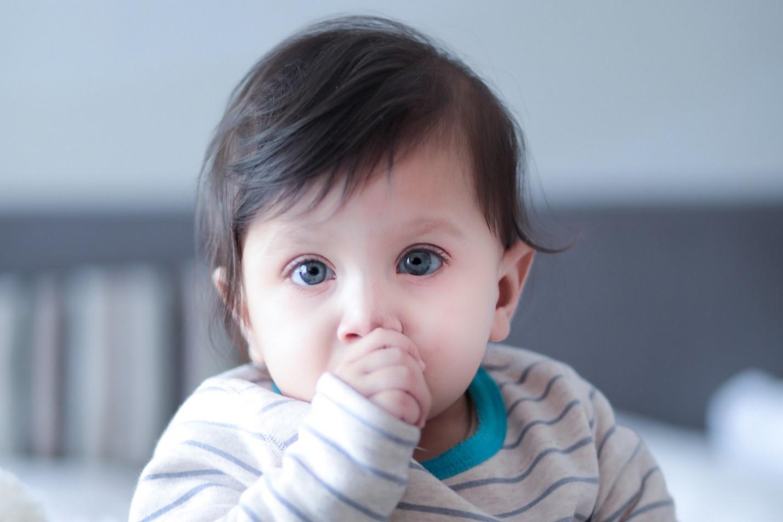12 - عوارض مکیدن انگشت و پستانک روی دندان ها